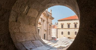 In Dubrovnik zit je niet bepaald voor een dubbeltje op de eerste rang.