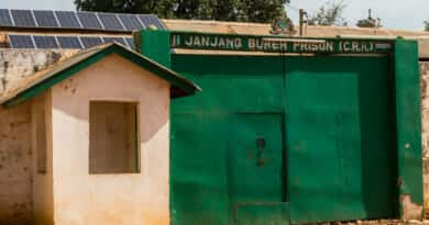 Een Gambiaanse gevangenis waar je 100 procent controle over je rectum verliest. https://www.edvervanzijnbed.nl/