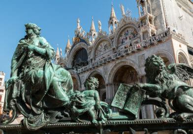 Hek van de Campanile toren op het San Marco Plein in Venetië - foto uit fotoalbum Italië - Edvervanzijnbed.nl